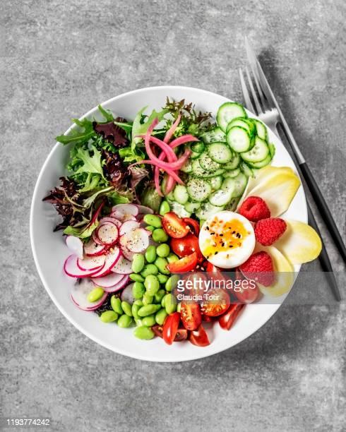 bowl of fresh salad with boiled egg on gray background - prato de soja - fotografias e filmes do acervo