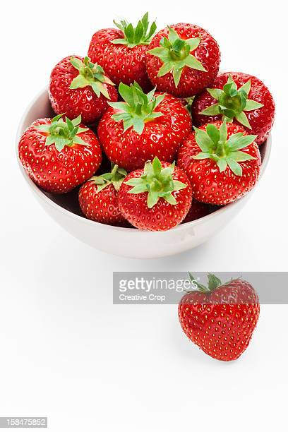 bowl of fresh strawberries - strawberry stock pictures, royalty-free photos & images