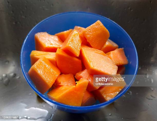 bowl of papaya cutted. - crmacedonio stock pictures, royalty-free photos & images