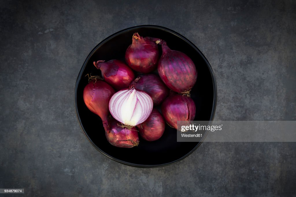 Bowl of red onions : Stock Photo