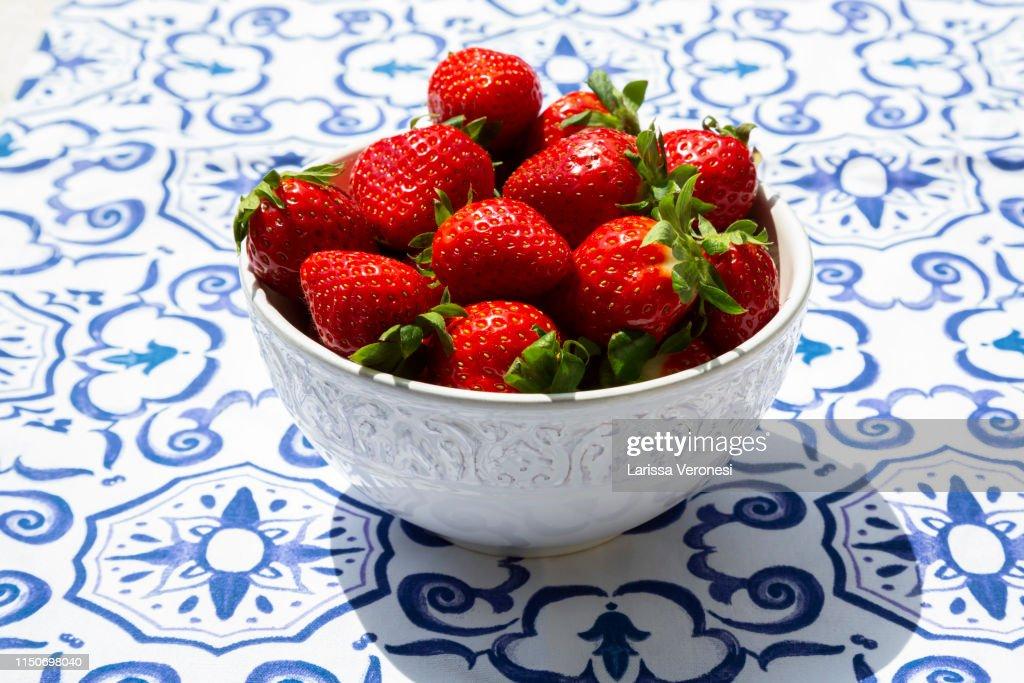 Bowl of strawberries : Photo