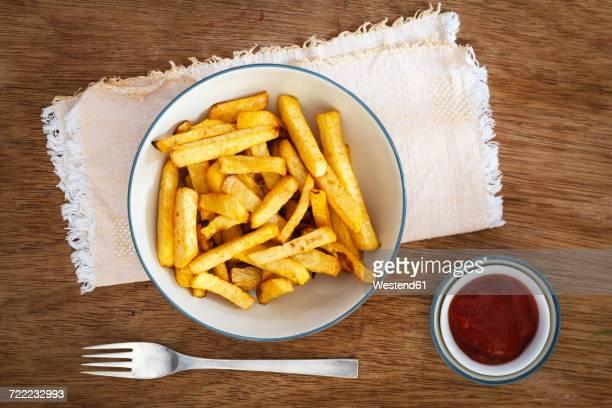 bowl of swede fries and bowl of ketchup - nabo sueco fotografías e imágenes de stock