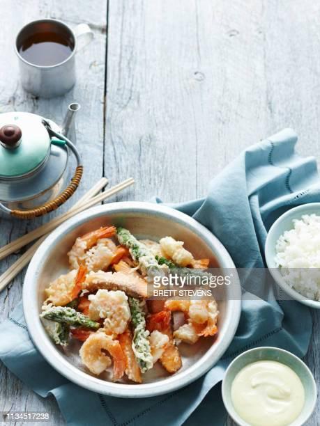 bowl of tempura seafood with rice - 天ぷら ストックフォトと画像
