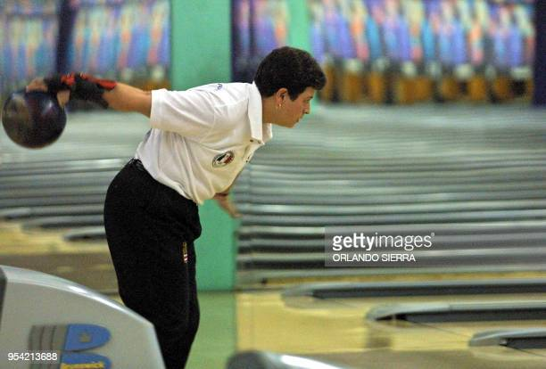 Bowler Marie Ramírez is seen in action in San Salvador El Salvador 30 November 2002 La costarricense Marie Ramírez se apresta el 30 de noviembre de...