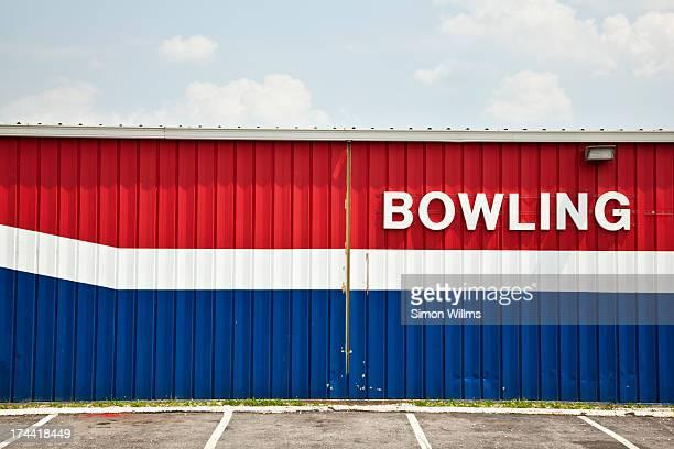 bowling alley - ボーリング場 ストックフォトと画像