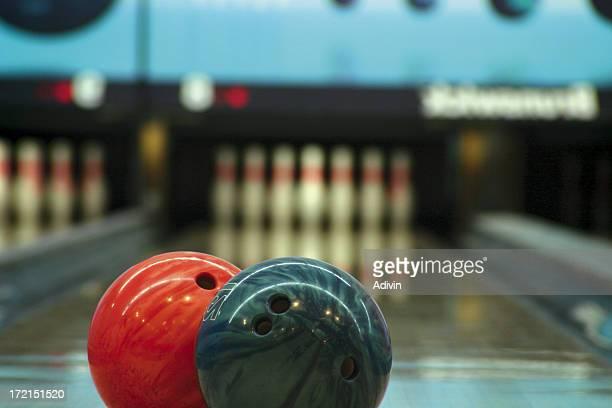 bowling-Kugeln und pins