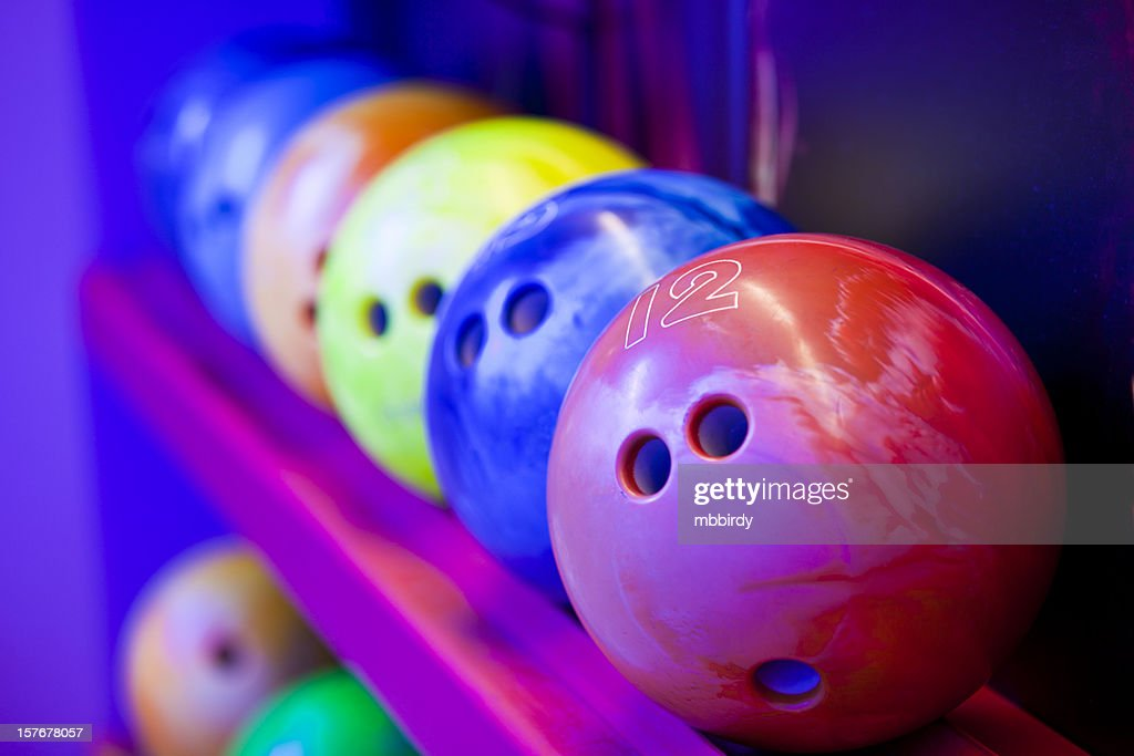 Bowlingkugel auf ball Regale : Stock-Foto