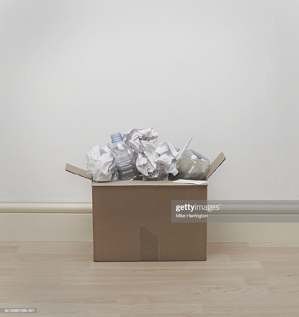 Box full of recycling : Stockfoto