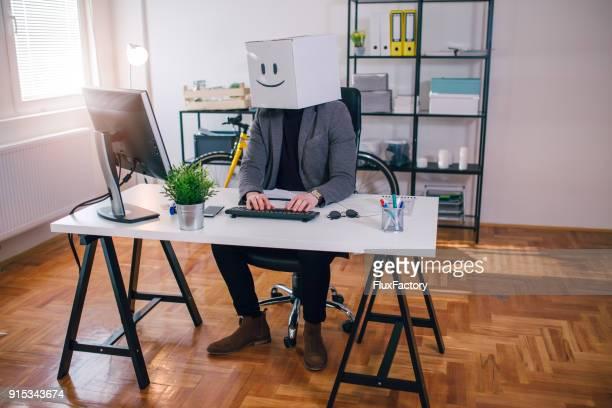 ボックス オフィスで男 - 様式 ストックフォトと画像
