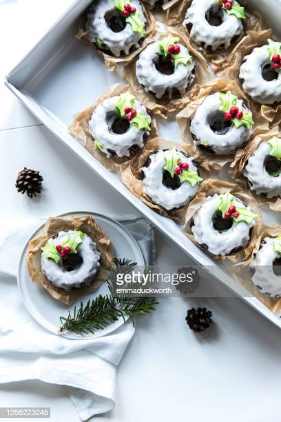 box of mini christmas chocolate bundt cakes - indulgence stock pictures, royalty-free photos & images
