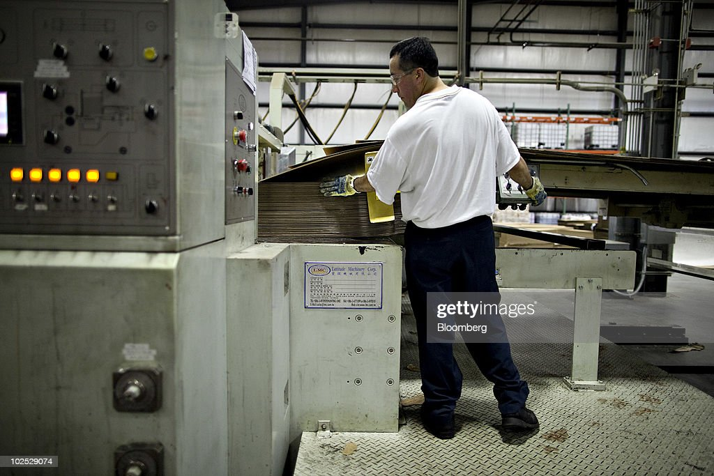 Paper Recycling At Pratt Industries Plant Photos and Images | Getty ...