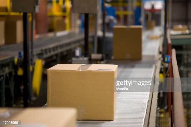 Caixa de transporte em um armazém