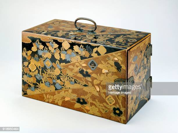 Box with mon crests of the Inaba family circa 1600 Dimensions height x width x depth 21 x 368 x 19 cm