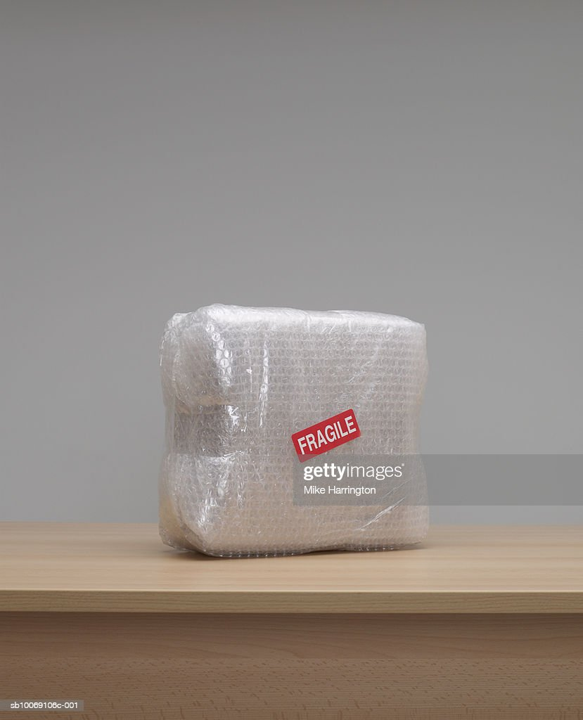 Box wrapped in bubble wrap : Stockfoto