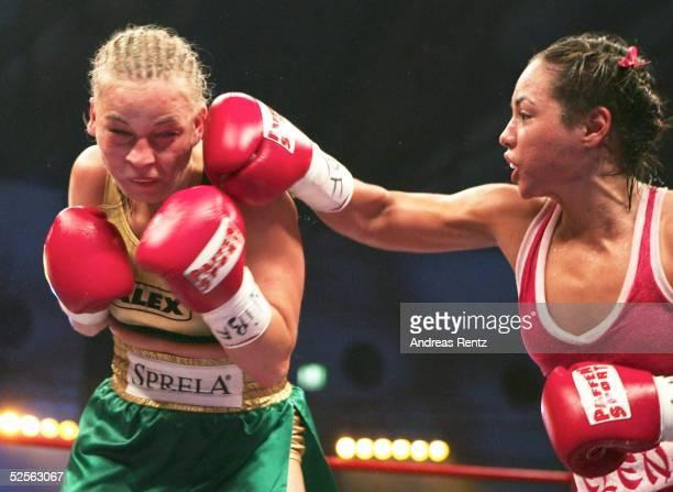 Boxen / Frauen: WIBF WM Kampf im Fliegengewicht 2004, Karlsruhe; Regina Halmich / GER - Elena REID / USA, Wertung: Unentschieden; HALMICH, REID...
