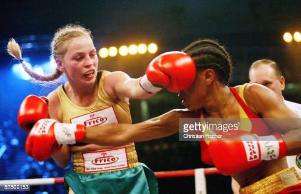 Boxen / Frauen: WM Kampf im Fliegengewicht 2005, Magdeburg; Regina HALMICH / GER - Marylin HERNANDEZ / DOM 15.01.05.