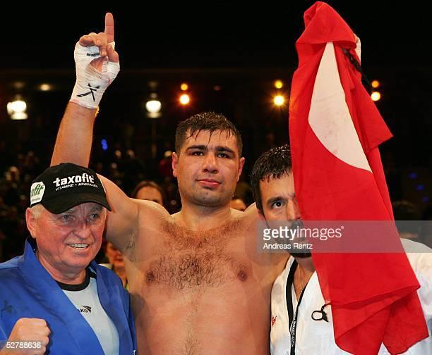 Boxen WBC Internationale Meisterschaft im Schwergewicht 2005 Berlin 120205Sinan Samil SAM/TUR Lawrence CLAYBRY/USASinan Samil SAM/TUR gewinnt...