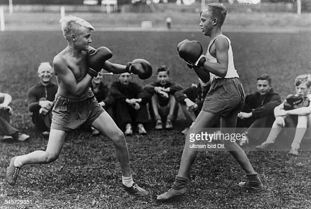 `Boxen wird sportliches Pflichtfachder HitlerJugend' veröffentlicht