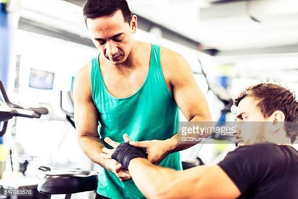 ボクサーの調理、スパーリングセッション - トレーニンググローブ ストックフォトと画像