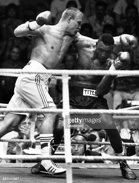 1968 Boxer D Europameisterschaft Schwergewicht in der Sömmeringhalle in Berlin Der Kampf gegen Henry Akinwande dem Schulz nach Punkten unterliegt