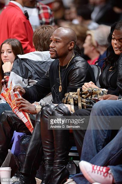 Boxer Floyd Mayweather Jr takes in the game of the Phoenix Suns against the Los Angeles Clippers at STAPLES Center on November 15 2014 at STAPLES...