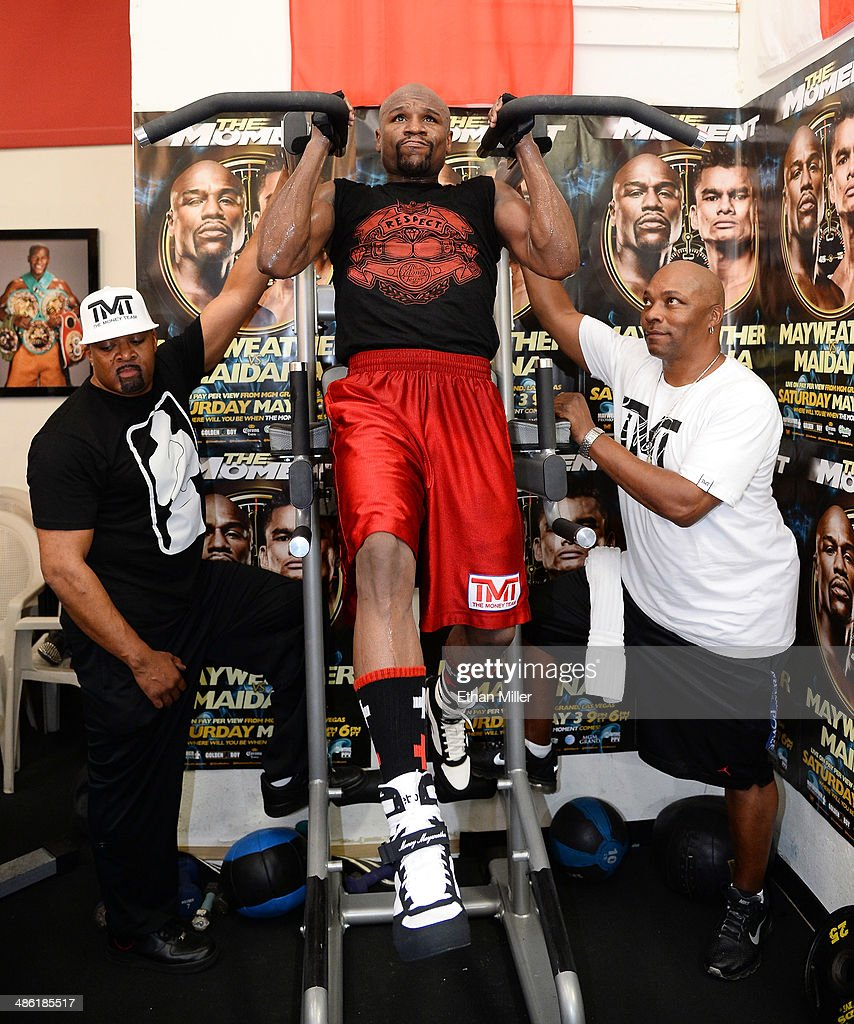 Boxer Floyd Mayweather Jr. (C) works out at the Mayweather Boxing Club with CEO of Mayweather Promotions Leonard Ellerbe (L) and gym manager and The Money Team assistant Solomon Sinclair (R) on April 22, 2014 in Las Vegas, Nevada. Mayweather will face Marcos Maidana in a 12-round world championship unification bout in Las Vegas on May 3.