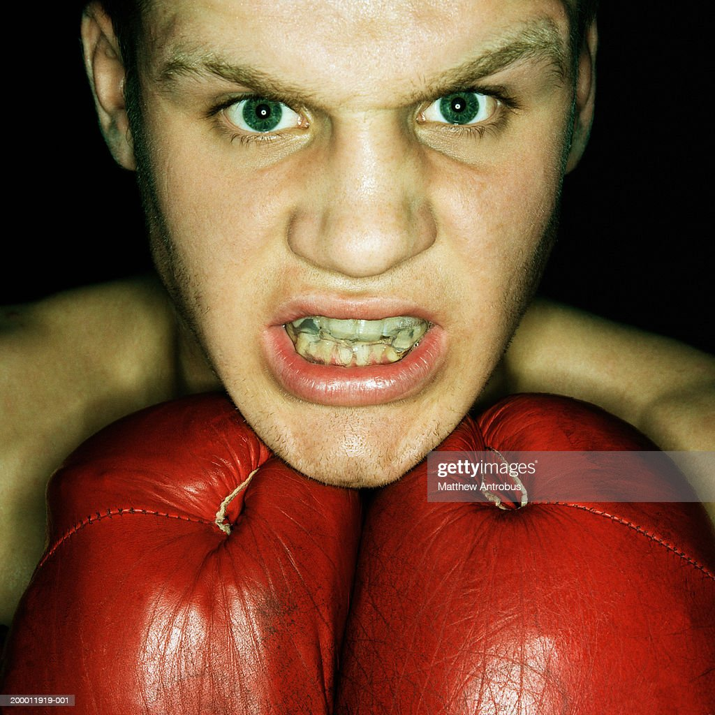 Boxer gritting teeth, portrait, close-up : Stockfoto