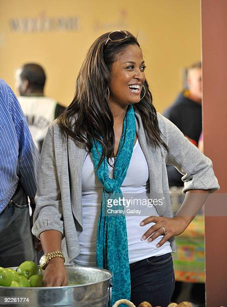 Boxer Laila Ali passes out food to residents of the Tenderloin district at the Feeding America Food Bank on October 22 2009 in San Francisco...