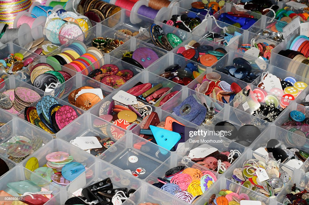 Boxes of various clothing buttons : Foto de stock