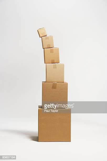 boxes - 不均衡 ストックフォトと画像