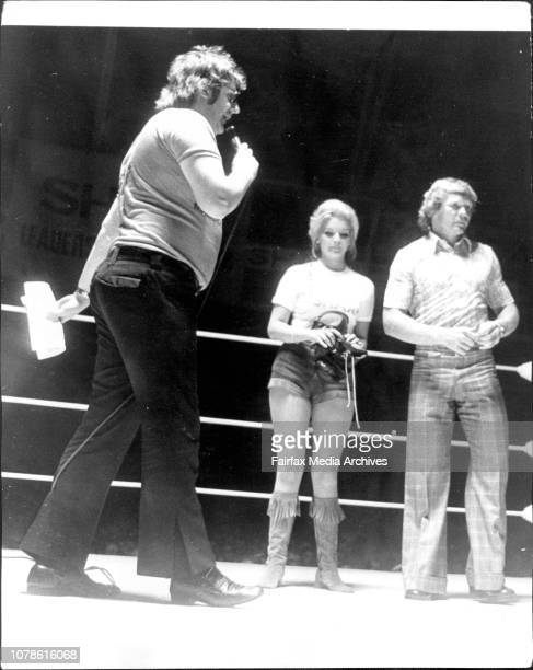 Boxing at Hordern Pavillion TV personality 'Abigail' Malcolm T Elliot Dents Pittard and Bob Fulton in the ring before the start of the fights at the...