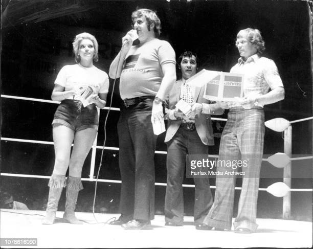 Boxing At Hordern Pavillion TV personality 'Abigail' Malcolm T Elloitt Denis Pittard and Bob Fulton in the ring before the start of the fights at the...