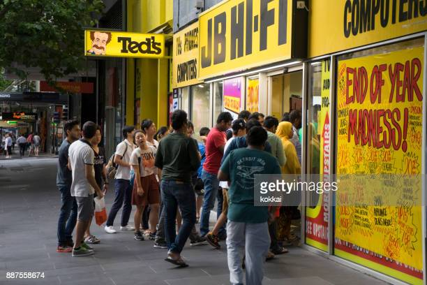 boxing day sales, jb hi-fi, melbourne - boxing day stock pictures, royalty-free photos & images