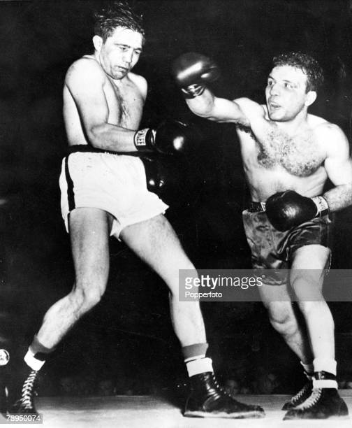 Boxing Detroit USA 5th February Middleweight champion Jake La Motta lands a hard right punch to the head of Dick Wagner in the 9th round of a bout in...
