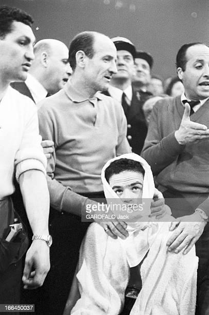 Boxing Fight Halimi - D'Agata. Le 2 avril 1957, le boxeur français Alphonse HALIMI lors de sa victoire contre le boxeur italien sourd-muet Mario...