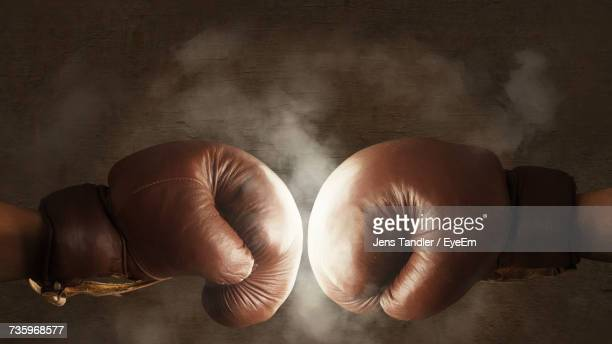 boxing gloves fighting - boxing gloves stock photos and pictures