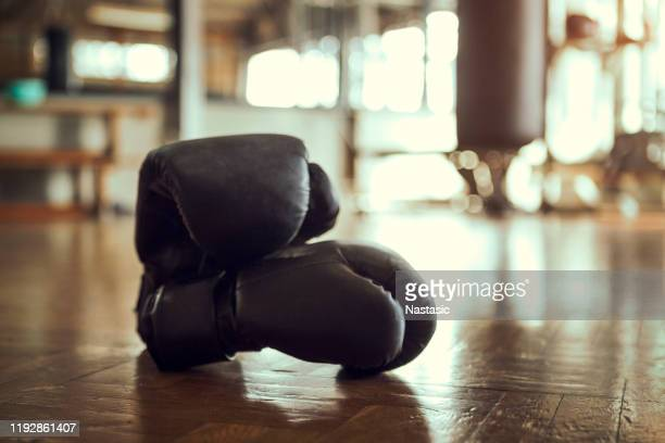 boxing gloves in gym - fighting ring stock pictures, royalty-free photos & images