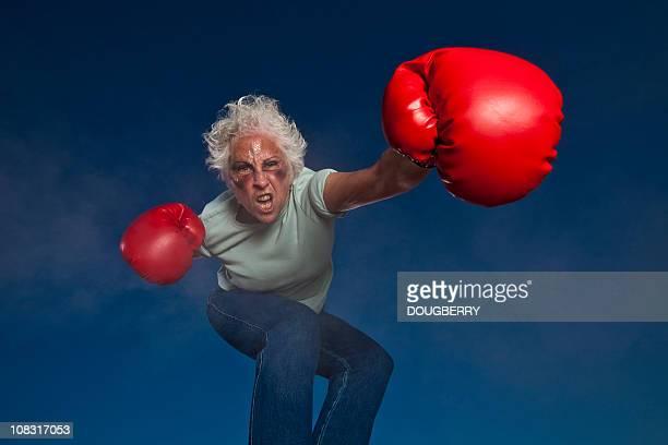boxe grand-mère - mamie humour photos et images de collection