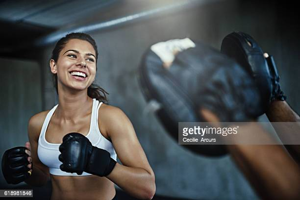 boxing her way to a ripper body - gym stock pictures, royalty-free photos & images
