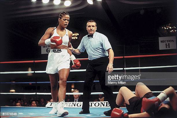 Boxing Light heavyweight Laila Ali making pro debut after knock out vs April Fowler at Turning Stone Casino Verona NY 10/8/1999