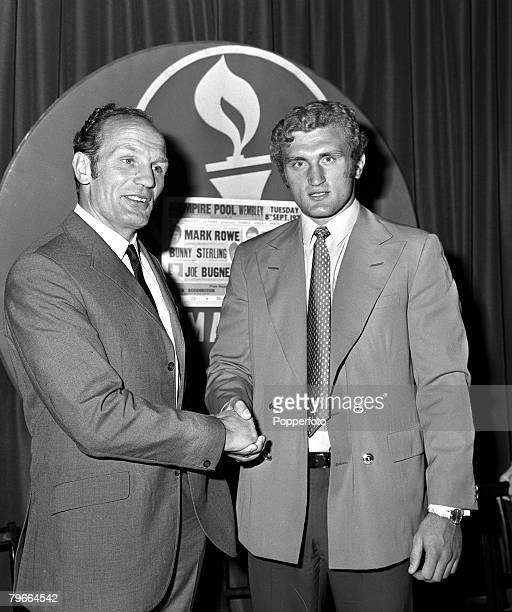 Boxing, London, England, 20th August 1970, British and empire heavyweight champion Henry Cooper meets with up and coming heavyweight Joe Bugner at a...