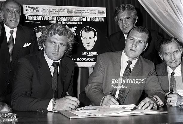 Boxing London England 8th September 1971 British heavyweight champion Joe Bugner signs to meet challenger Jack Bodell watched by promoter Harry...