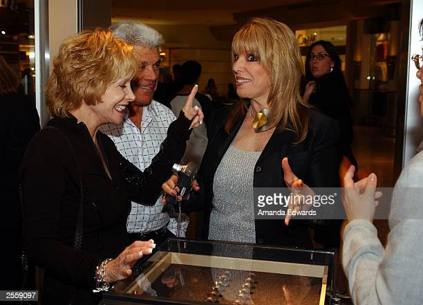Boxing manager Jackie Kallen looks at jewelry with Fred Starr and Karen Goldstone at the Knockout Preview Party hosted by Jackie Kallen and Neissing...