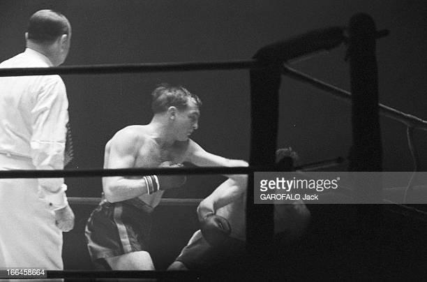 Boxing Match Between Humez In Scholz France 11 mars 1958 un match de boxe oppose le boxeur français Charles HUMEZ au boxeur allemand Gustav SCHOLZ au...
