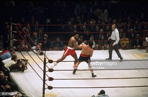 Boxing NABF Heavyweight Title Muhammad Ali in action throwing punch vs Oscar Bonavena at Madison Square Garden New York NY 12/7/1970