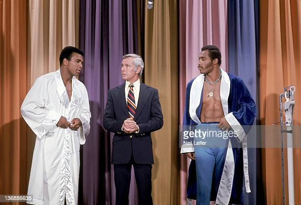 Boxing NABF Heavyweight Title Preview Muhammad Ali and Ken Norton with Johnny Carson on television set of THE TONIGHT SHOW at NBC TV Studios Burbank...