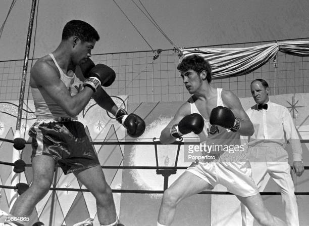 Boxing New Jersey USA 12th September 1970 Great Britain's Alan Minter on his way to stopping American opponent Cruez Ortiz with a Technical Knock Out...