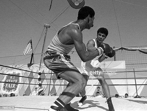 Boxing New Jersey USA 12th September 1970 Great Britain's John Conteh throws a right hook at American opponent William Classen during their 165 lb...