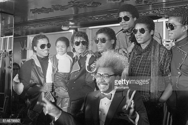 Boxing promoter Don King announces a tour of the Jackson Five Michael Jackson holds up Emmanuel Lewis a fan of Jackson's