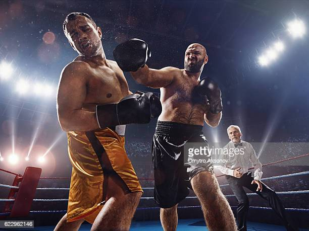 Boxing: Strong kick into the face